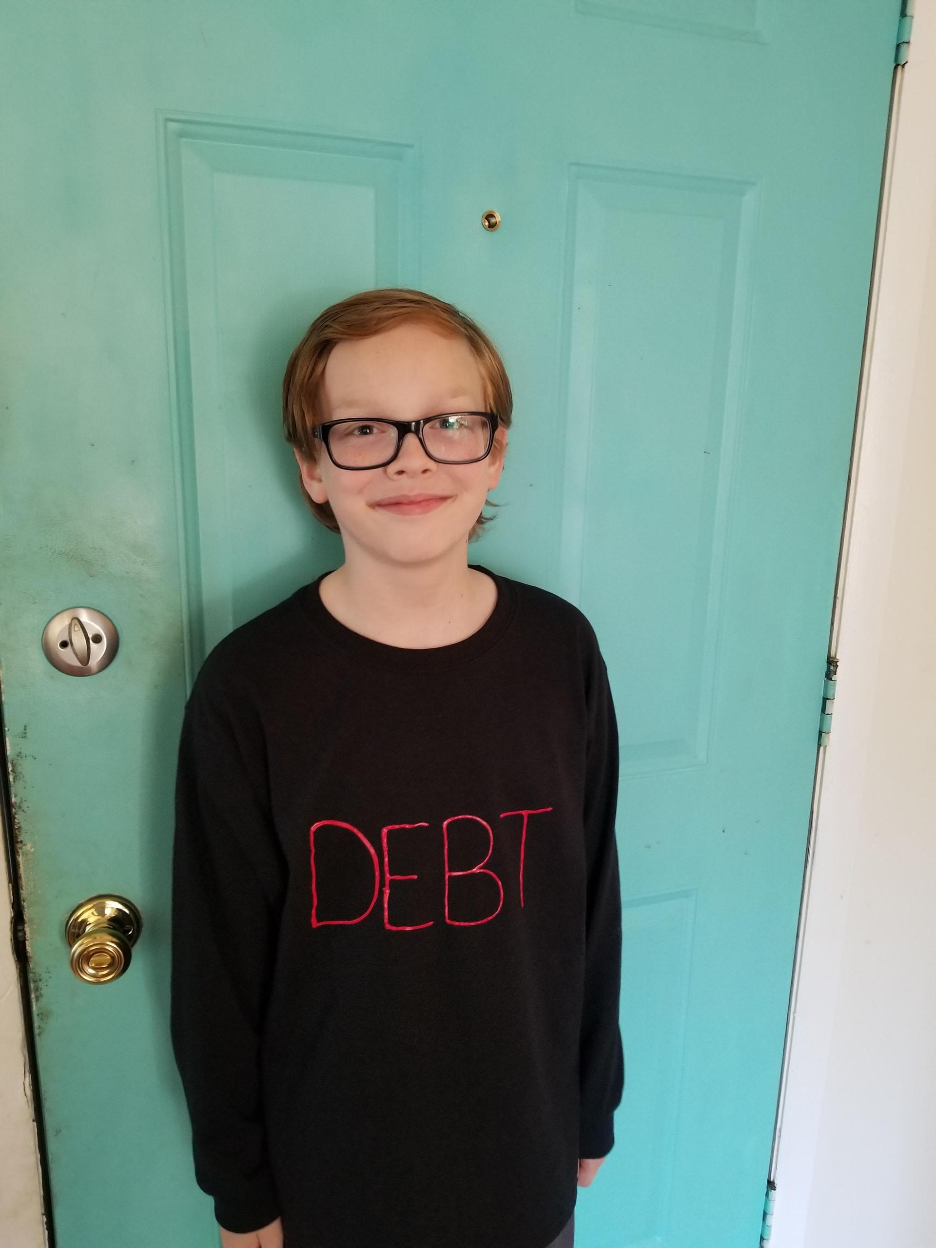 """""""Mi hijo dijo que quería ser lo que más miedo dé a los adultos"""", escribió eradicATErs. Solo necesitó la palabra """"deuda"""""""