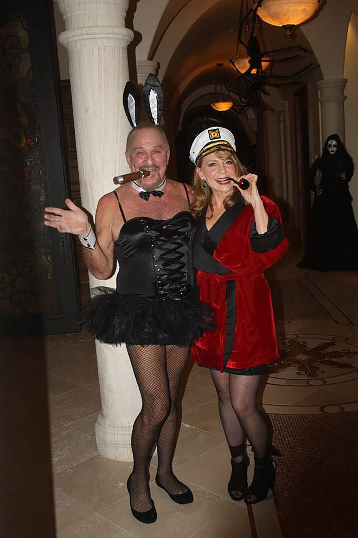 Csharp contó que este año, sus padres decidieron invertir los roles en el disfraz de Hugh Heffner y un modelo de Playboy