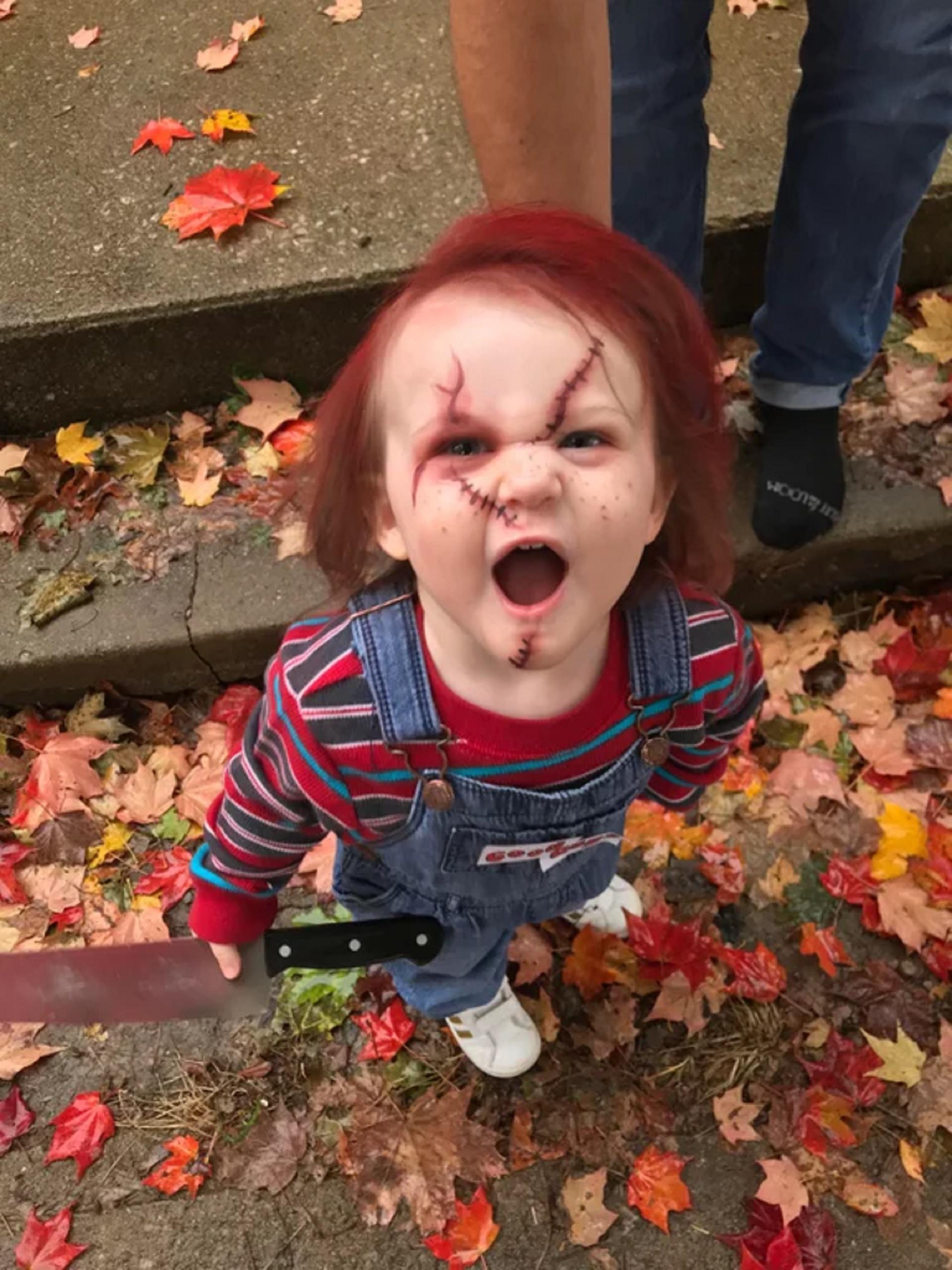 """""""¿No es adorable mi hija?"""", preguntó lmel17, con una versión de Chucky sosteniendo un cuchillo"""