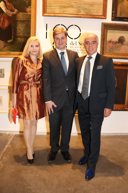 Mónica de Pintos Barbieri, Leonardo Regino (Asociación Amigos del Museo Sírvori) y Juan Carlos Pintos Barbieri