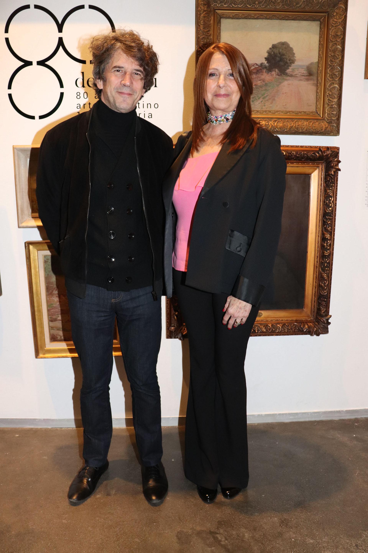 El artista Pablo La Padula y la curadora del remate Telma Satz
