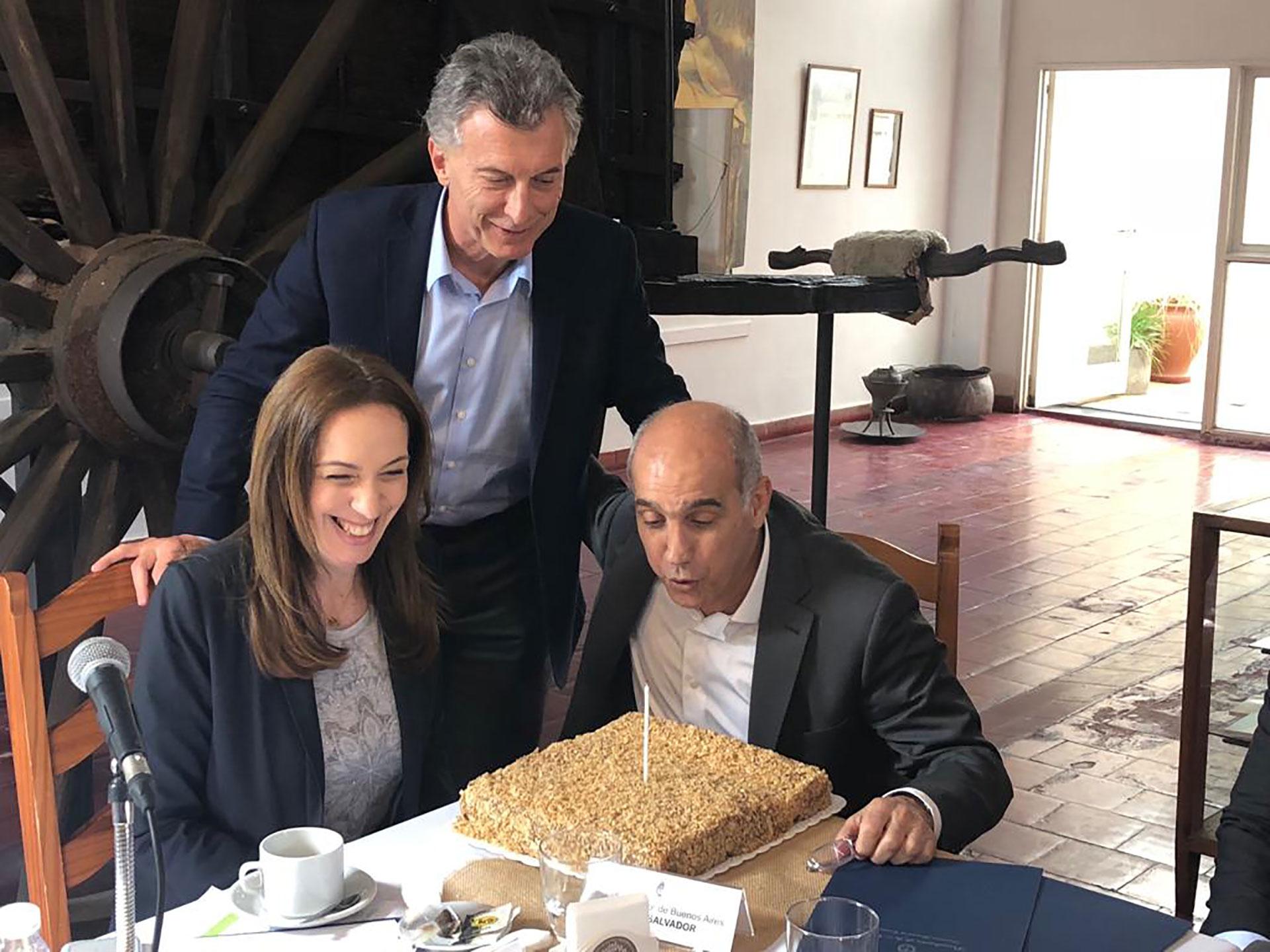 Mauricio Macri junto a María Eugenia Vidal y su vicegobernador, Daniel Salvador