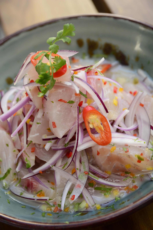 Un tradicional plato de ceviche cervido en La Mar