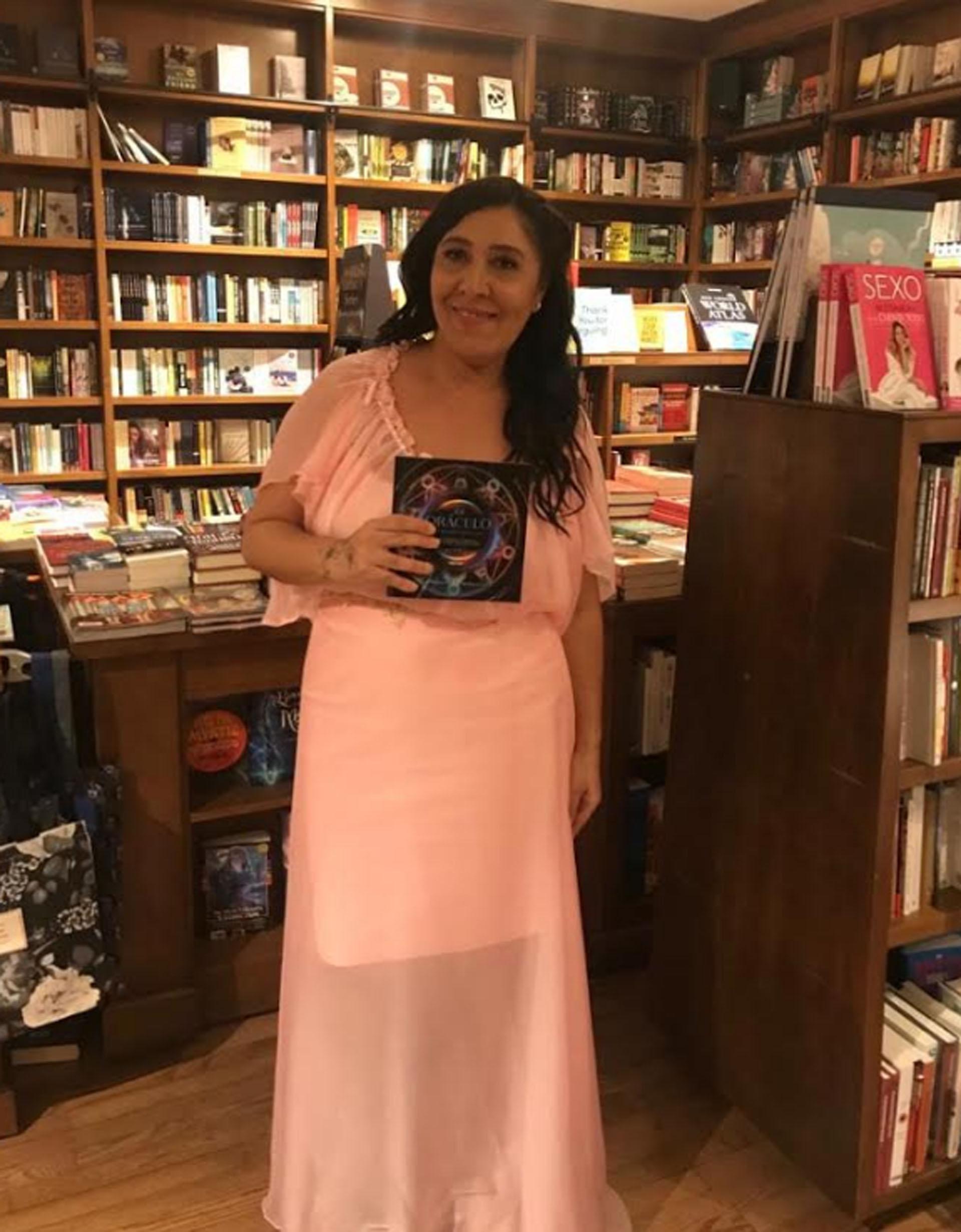 Pity la numeróloga presentó su libro, El oráculo de la numeración, en Miami