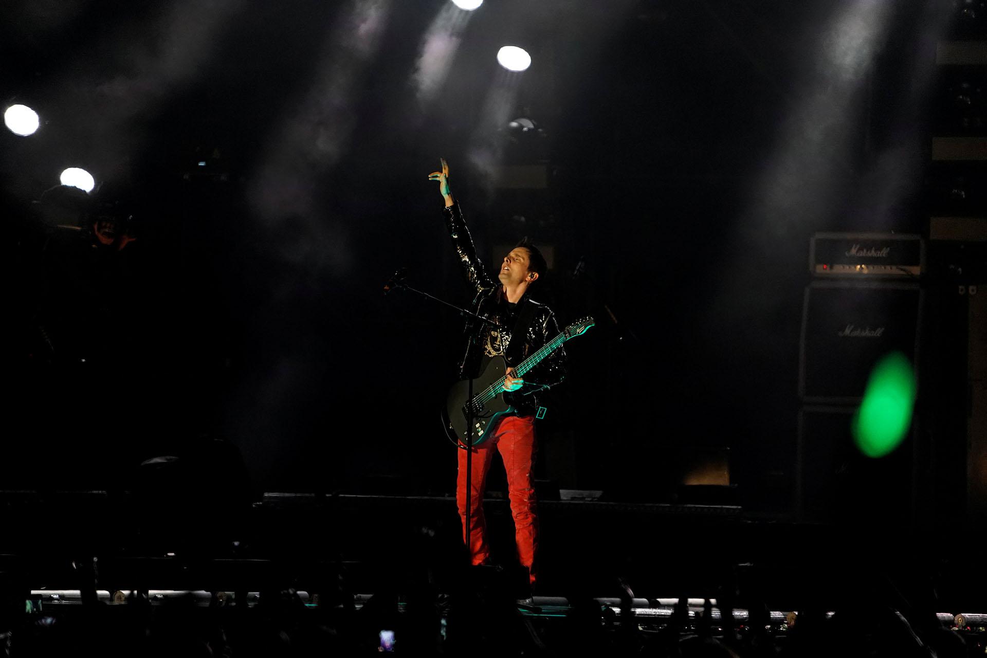 El grupo Muse protagonizó una de las más esperadas presentaciones de la noche