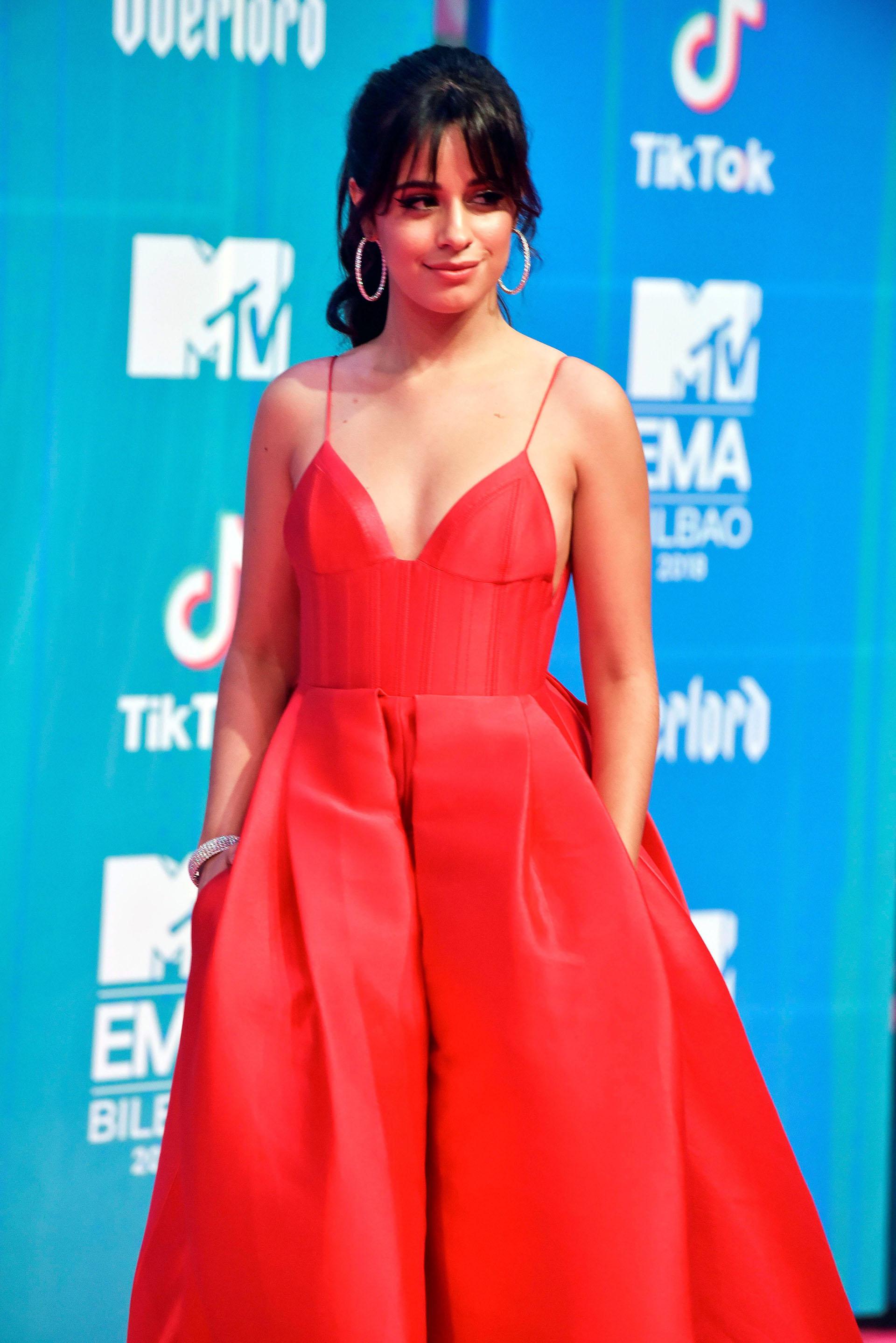 Camila Cabello a su llegada a la gala de entrega de los European Music Awards 2018. La cantante está nominada en seis categorías, entre ellas Mejor canción, Mejor videoclip y Mejor artista. Es la favorita de la noche