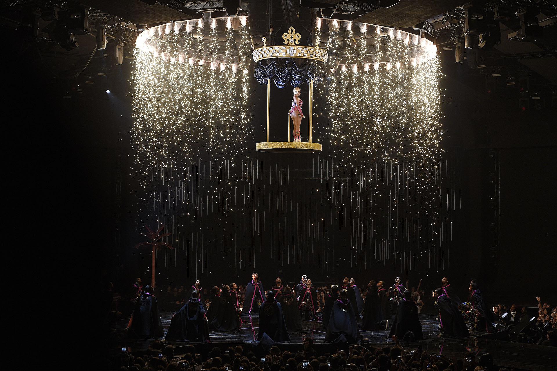 La espectacular entrada a Nicki Minaj el escenario de los MTV Europe Music Awards 2018