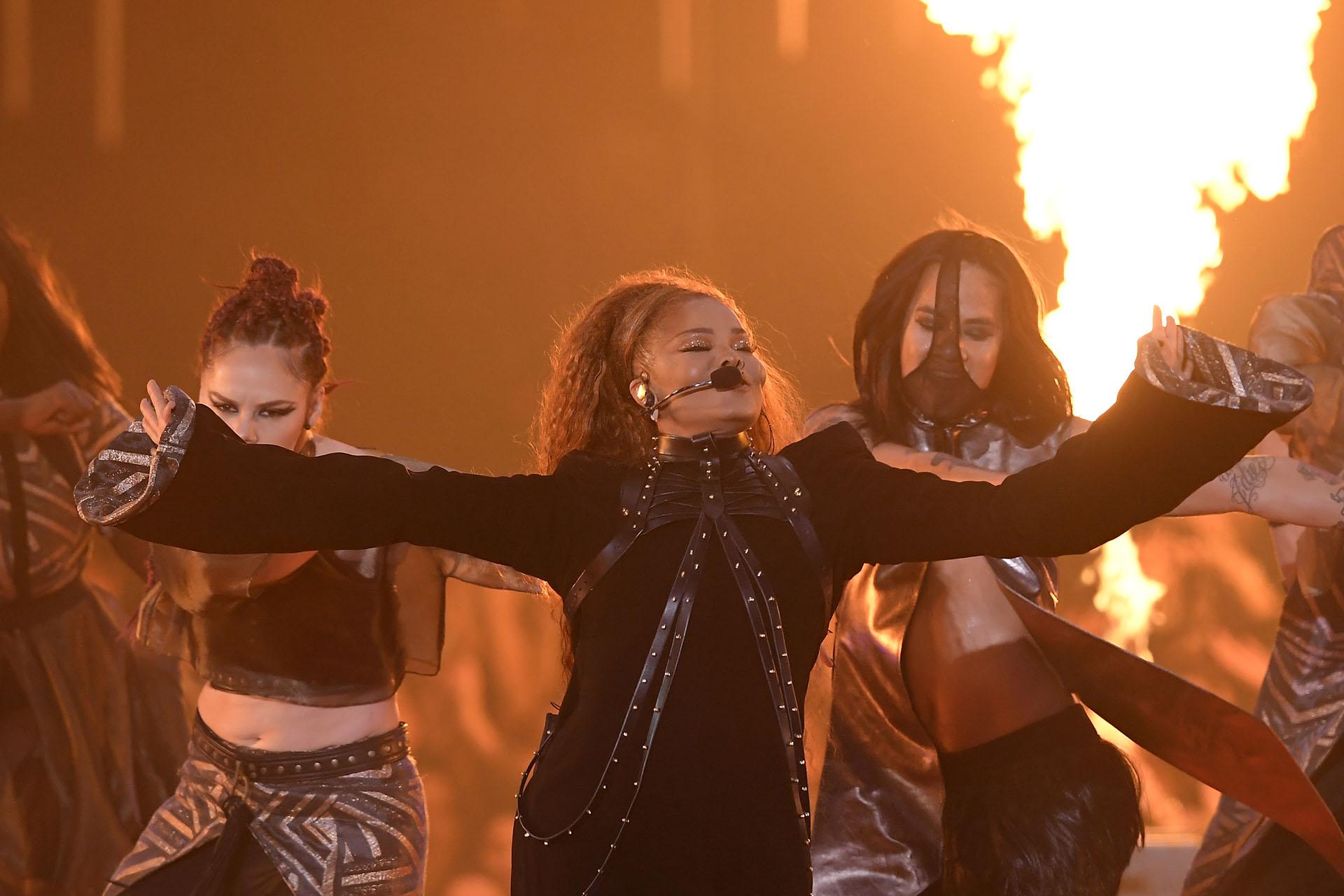 Janet Jackson en su presentación en los MTV Europe Music Awards