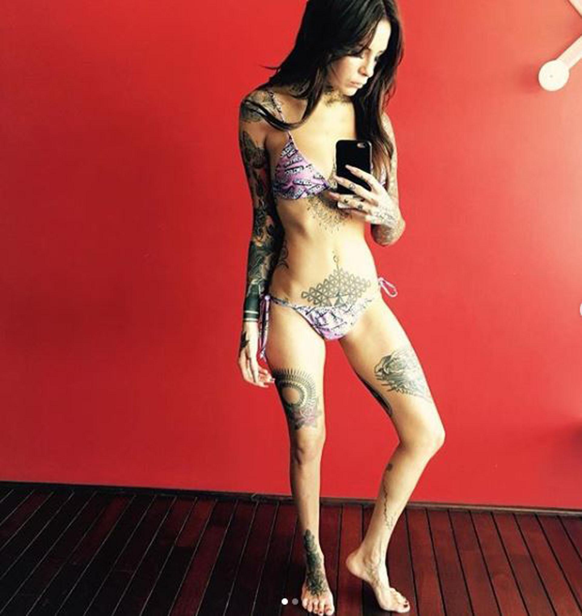 Cande Tinelli publicó las fotos para advertir a sus seguidores de Instragram sobre los peligros de la anorexia y bulimia. Reveló que sufrió depresión y pérdida de menstruación durante cinco años