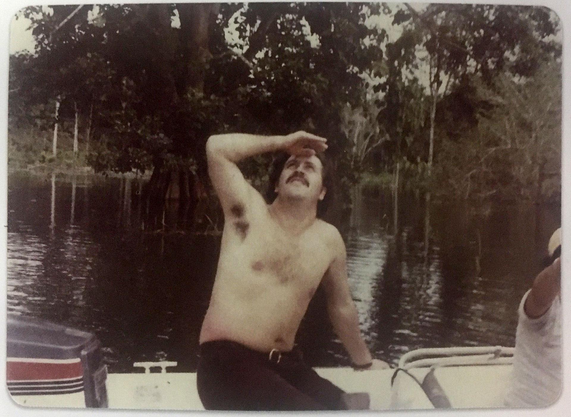 Pablo Escobar Gaviria en la Hacienda Nápoles, donde creó uno de los zoológicos más exóticos del continente (Victoria Eugenia Henao / Editorial Planeta)