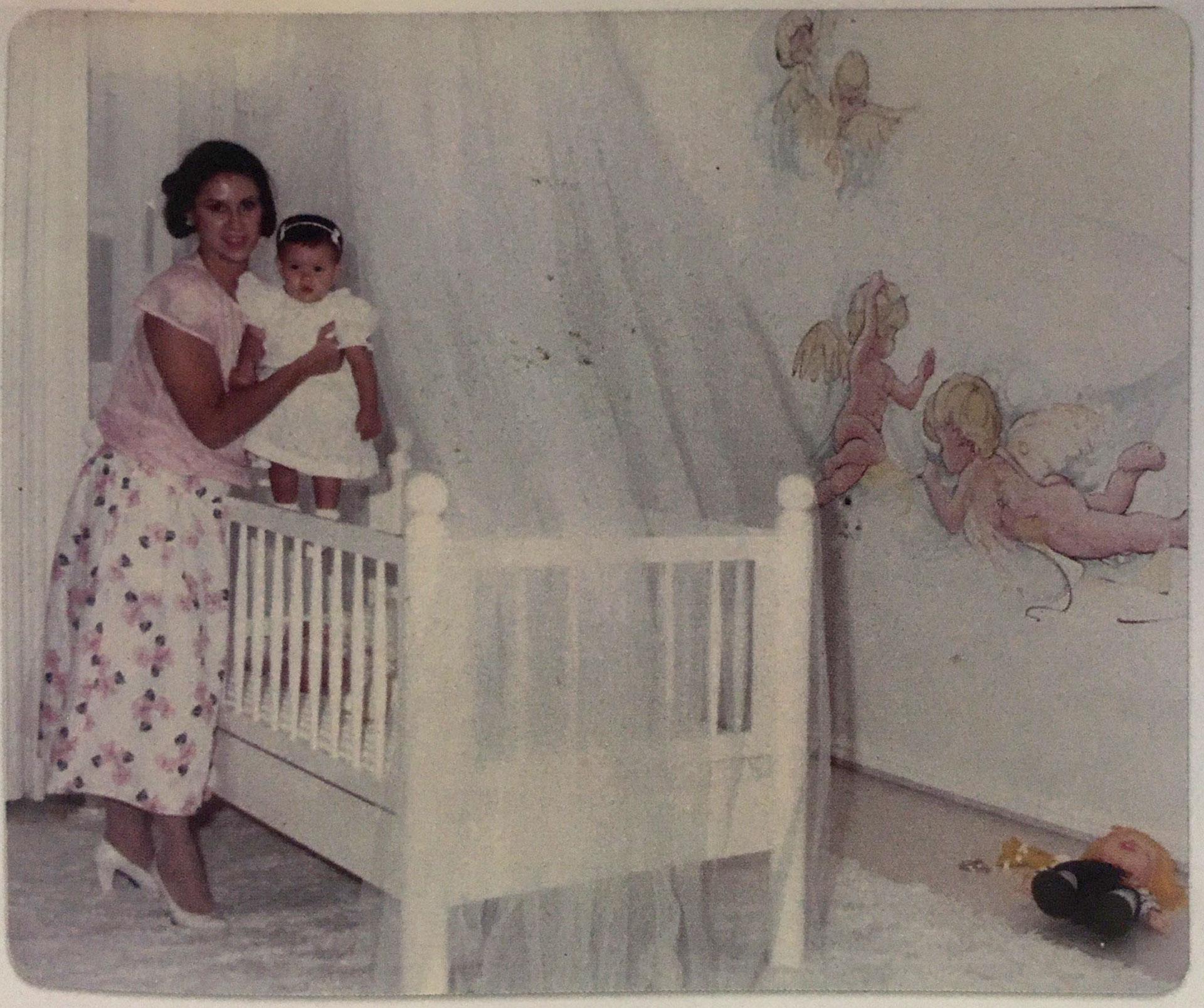 Victoria Eugenia Henao en el cuarto de su hija Manuela en el Edificio Mónaco (Victoria Eugenia Henao / Editorial Planeta)
