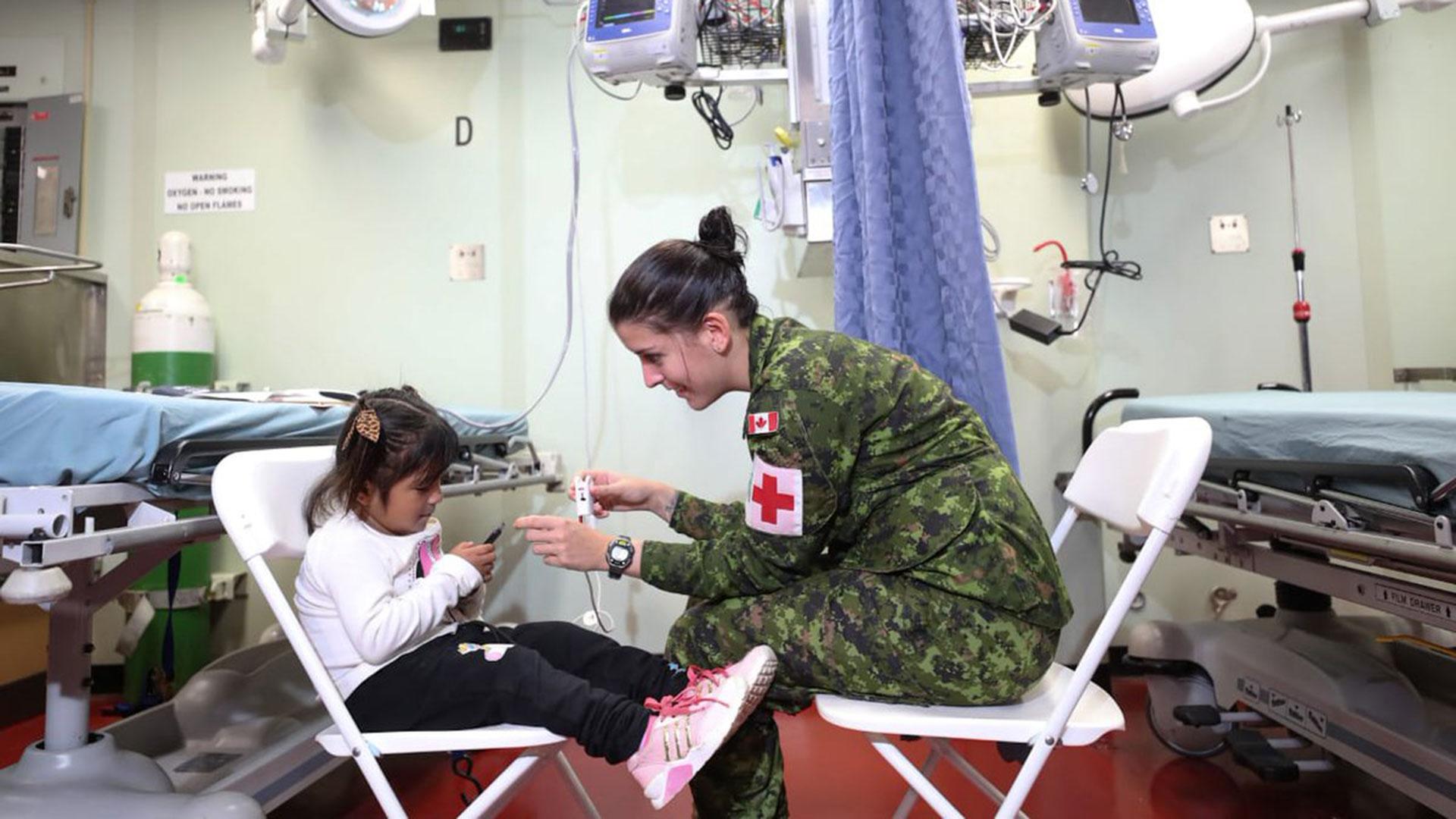 """""""Se realizarán cerca de 500 consultas al día y en promedio se harán también 20 cirugías ambulatorias diarias"""", dijo en una rueda de prensa el ministro de Salud de Colombia, Juan Pablo Uribe"""