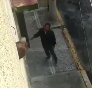 Un hombre llegó a su casa segundos después de que la habían saqueado un grupo de delincuentes
