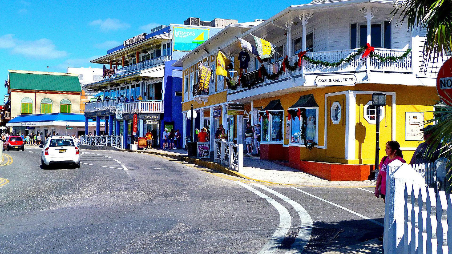 La isla principal ofrece más de 200 restaurantes donde el pescado y los mariscos frescos son la especialidad.