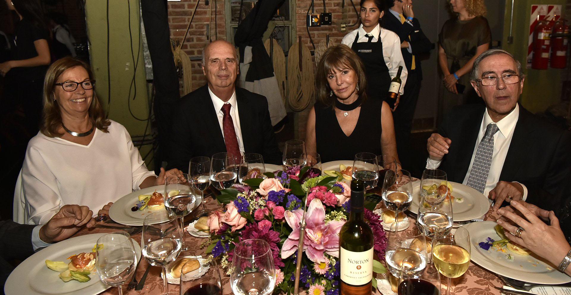 El vicepresidente de la Bolsa de Comercio de Buenos Aires, Héctor Orlando, y su mujer