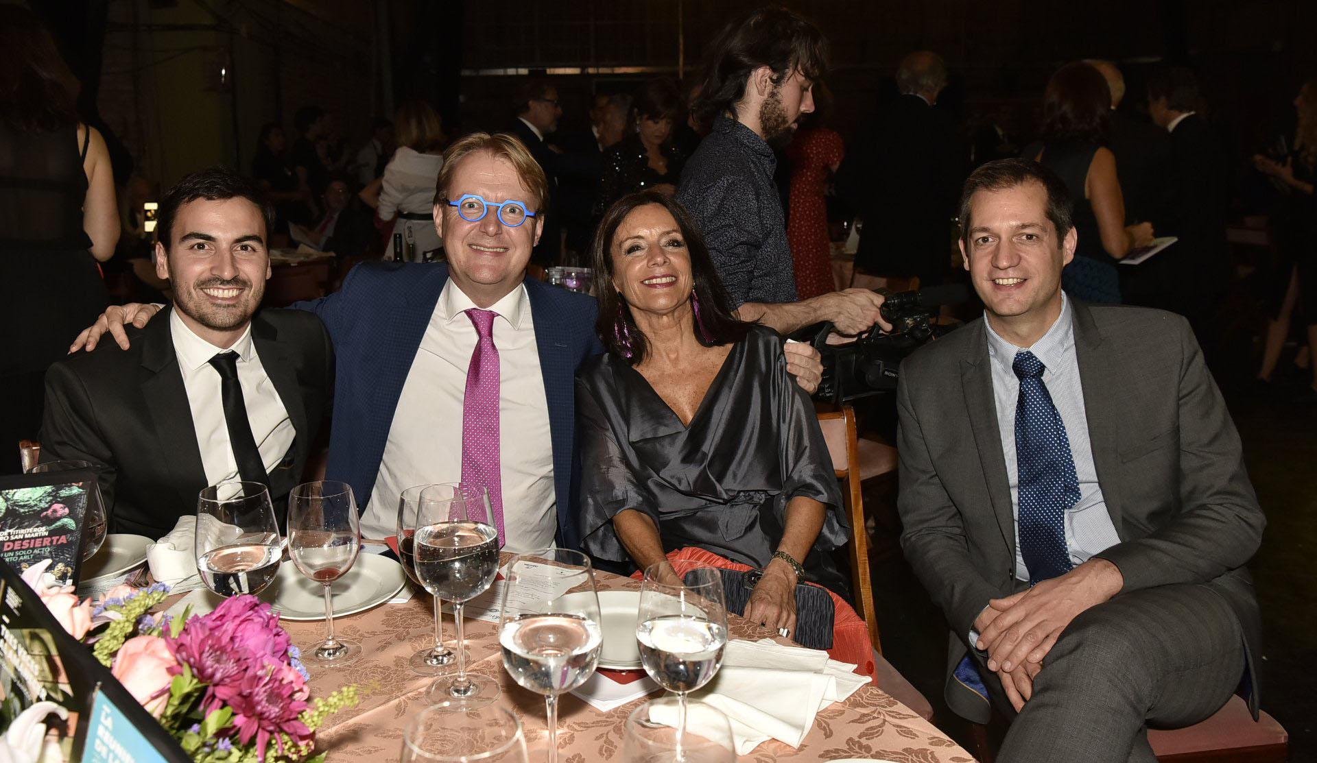 Martín Francos (Corporación América); Clément Michel, CEO Keolis Americas; Carolina Barros (Corporación América) y Tony Dufays (Keolis Argentina)