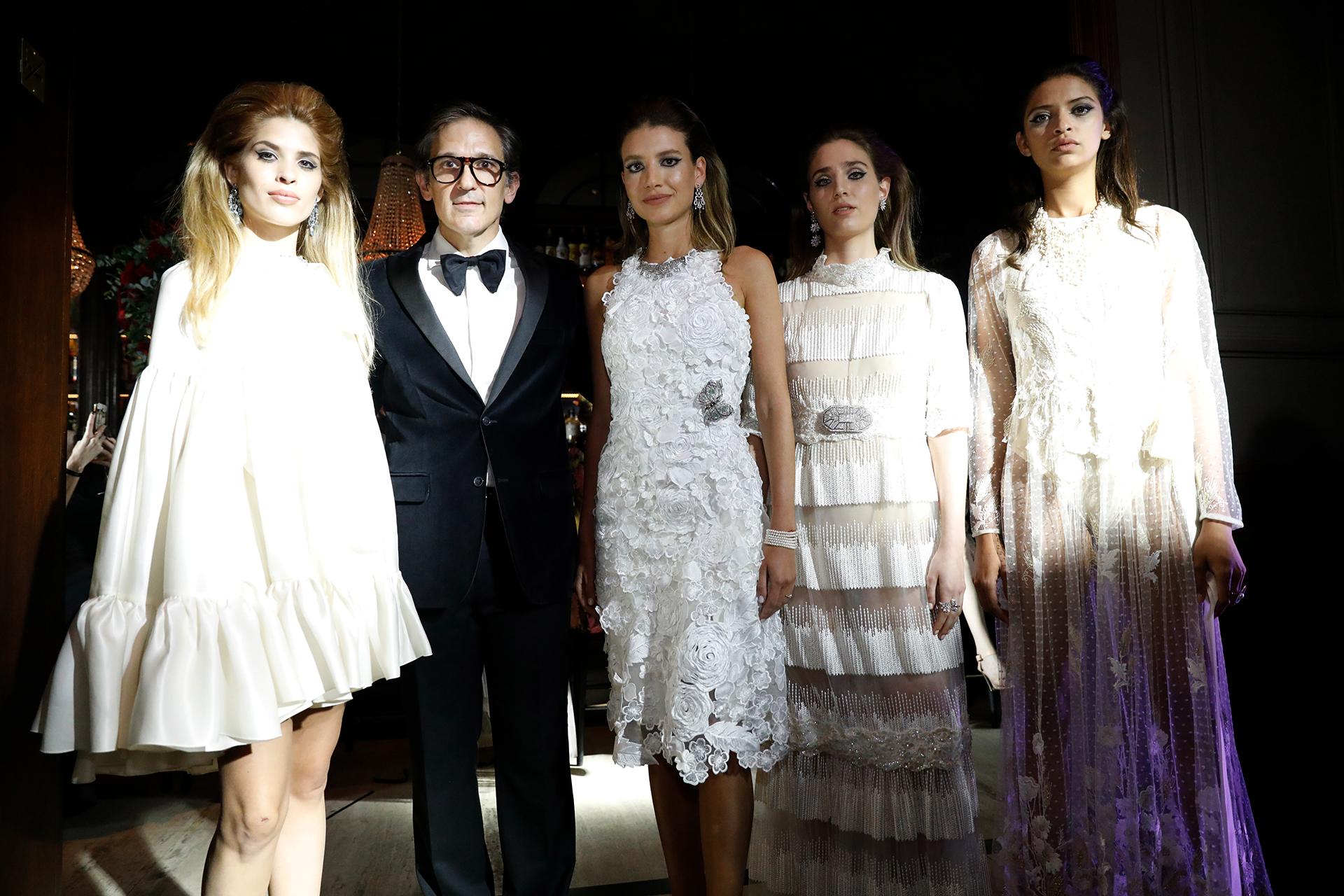El diseñador Adrián Brown con las modelos de su desfile en el Ciclo de Moda Fashion Insider (Chule Valerga / Teleshow)