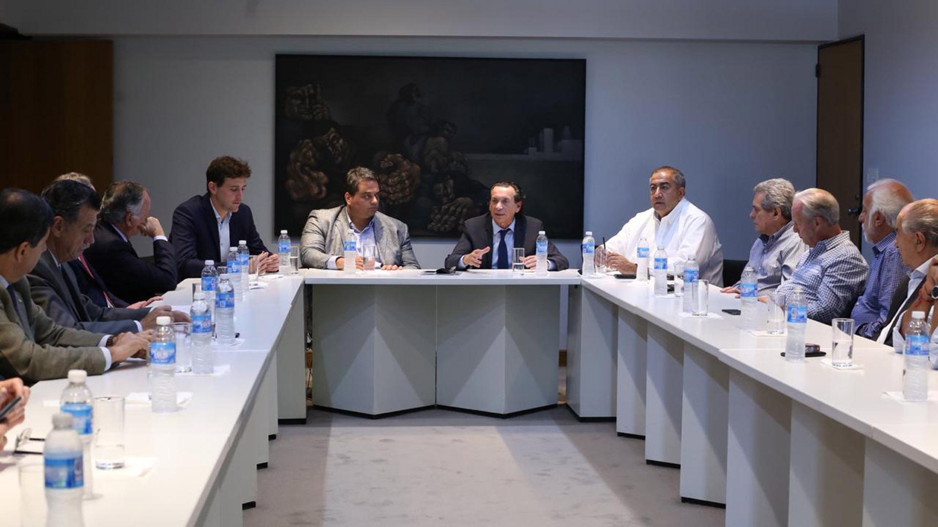 Dante Sica y Jorge Triaca encabezan la reunión con sindicalistas y empresarios