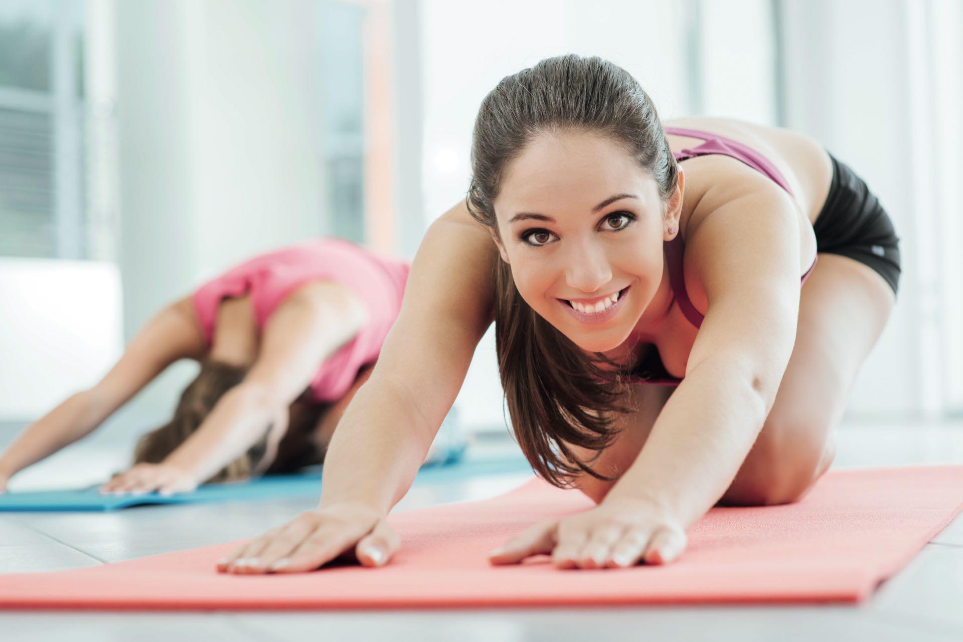 ACTIVIDADES INDOOR. Stretching, GAP, entrenamiento funcional, indoor cycling, yoga o pilates son algunas opciones para ejercitarse a puertas cerradas.