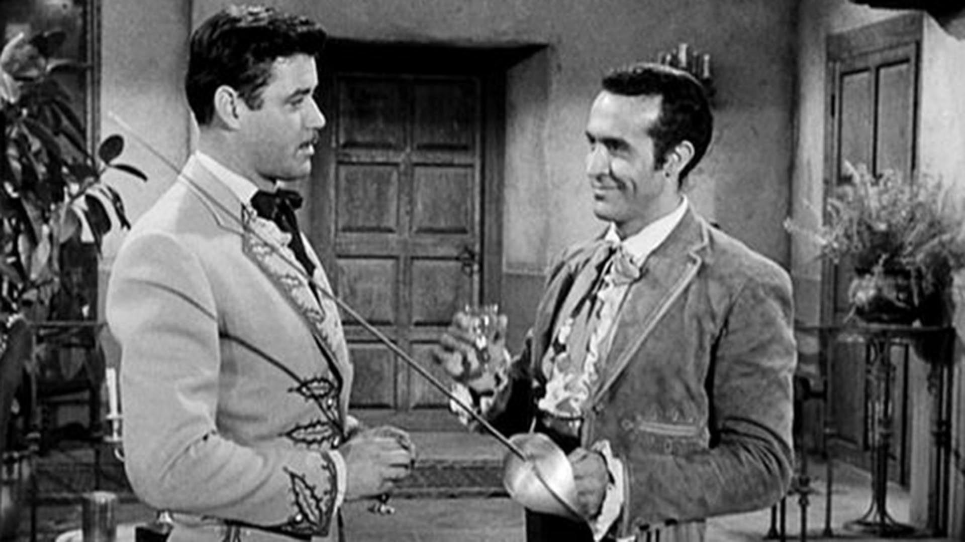 """Guy Williams como """"Don Diego de la Vega""""; a su izquierda, Ricardo Montalbán interpretando a """"Ramón Castillo"""", viejo amigo suyo"""