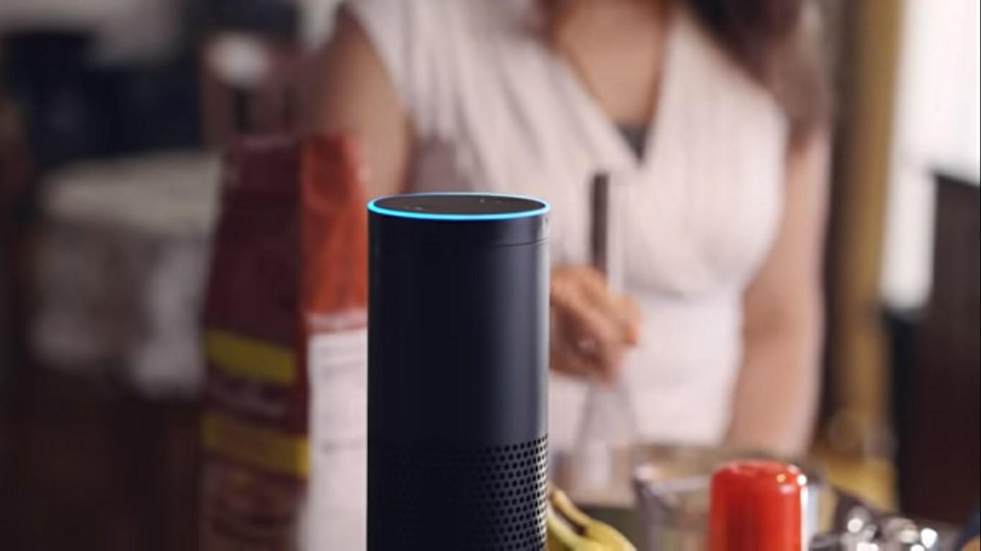 Alexa puede abrir cerraduras inteligentes, o apagar y encender las luces (Foto: Amazon)