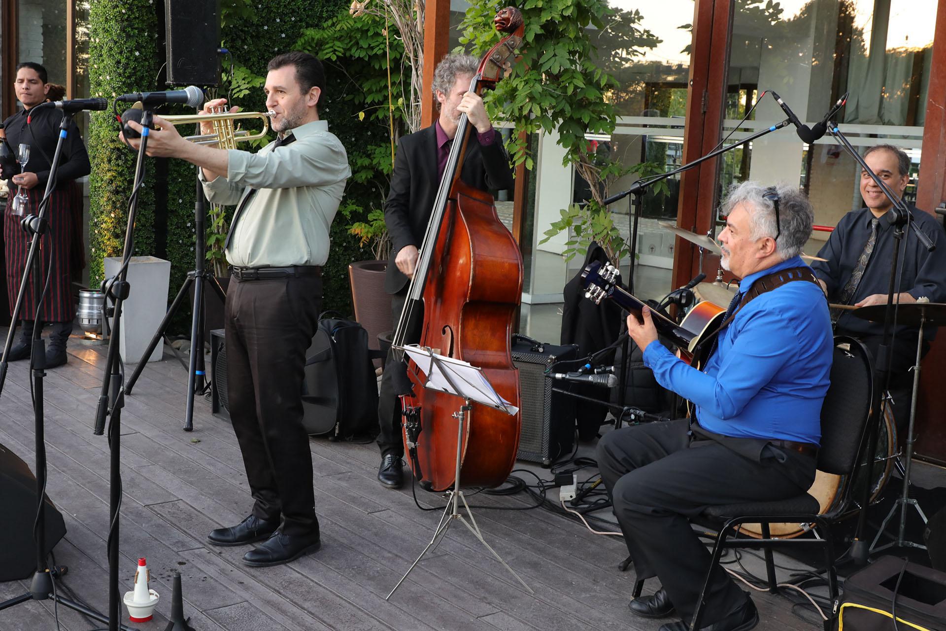 Durante la recepción, los invitados disfrutaron de la música de Brazo Fuerte