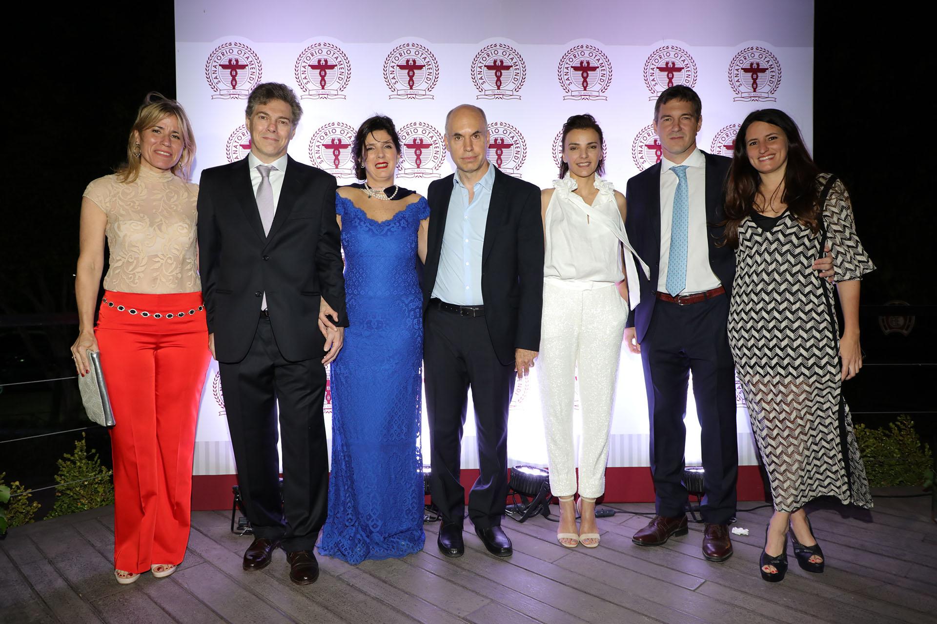 El Dr José De All y su mujer Verónica; la Dra Guadalupe De All; Horacio Rodríguez Larreta y su mujer Bárbara Diez; el Dr Jorge De All y su mujer Catalina