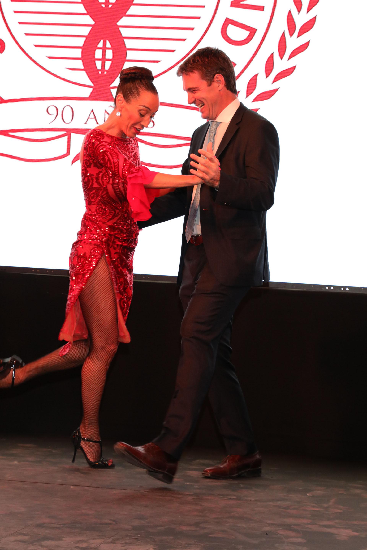 El Dr Jorge De All se animó a bailar tango con Mora Godoy