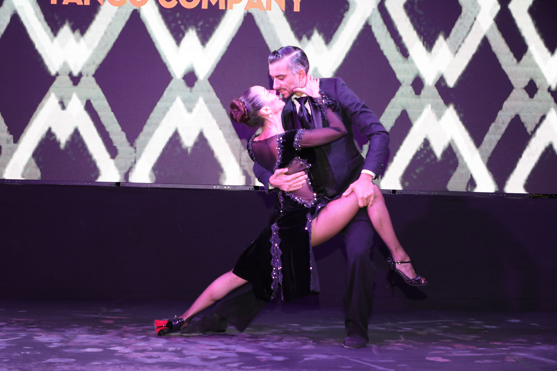 El show principal fue protagonizado por la bailarina Mora Godoy, quien brindó un espectáculo de tango bajo la atenta mirada de los invitados