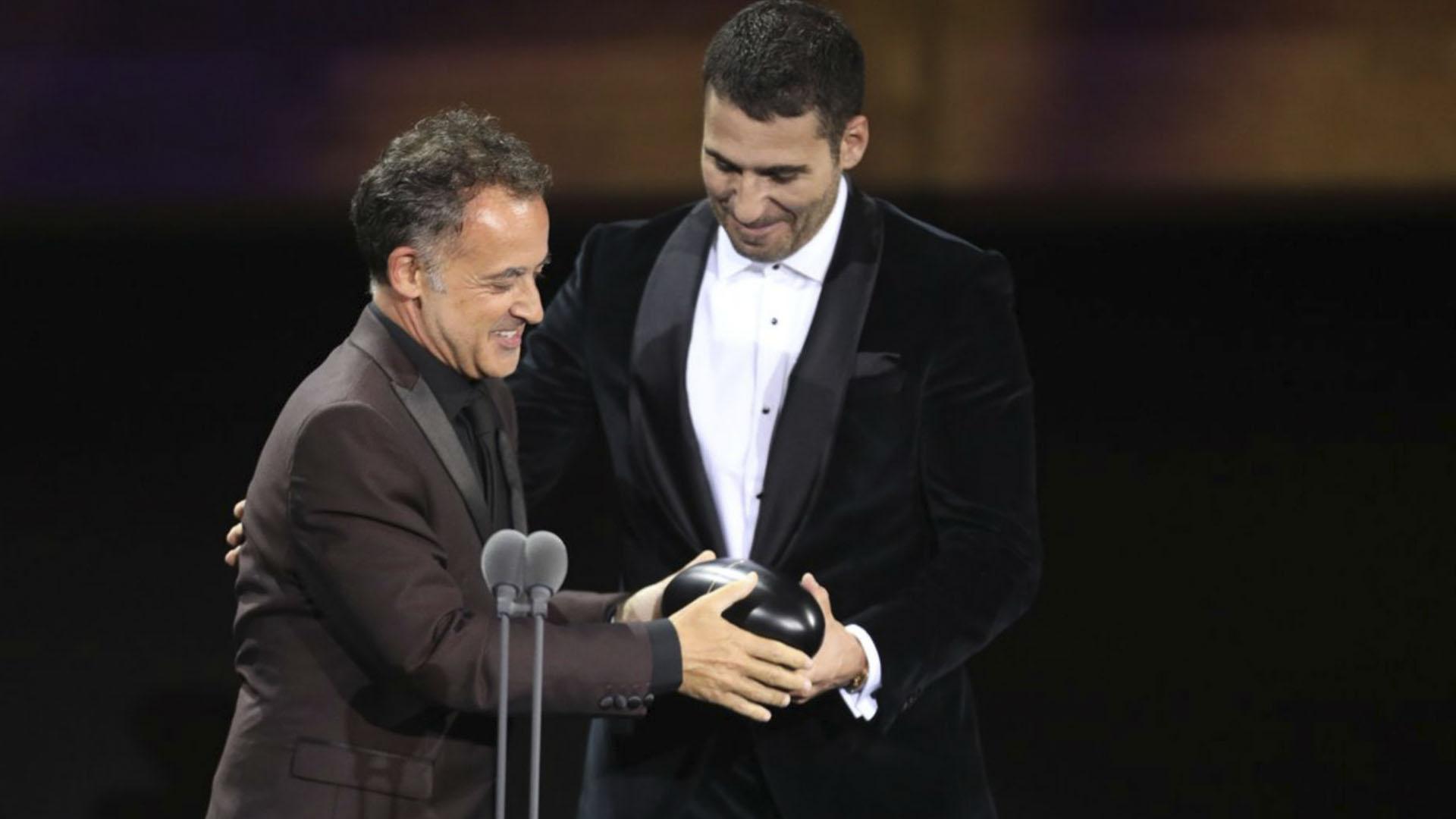 Miguel Ángel Silvestre entregó el primer premio de la noche a Rui Poças. (Foto: Twitter Premios Fénix)