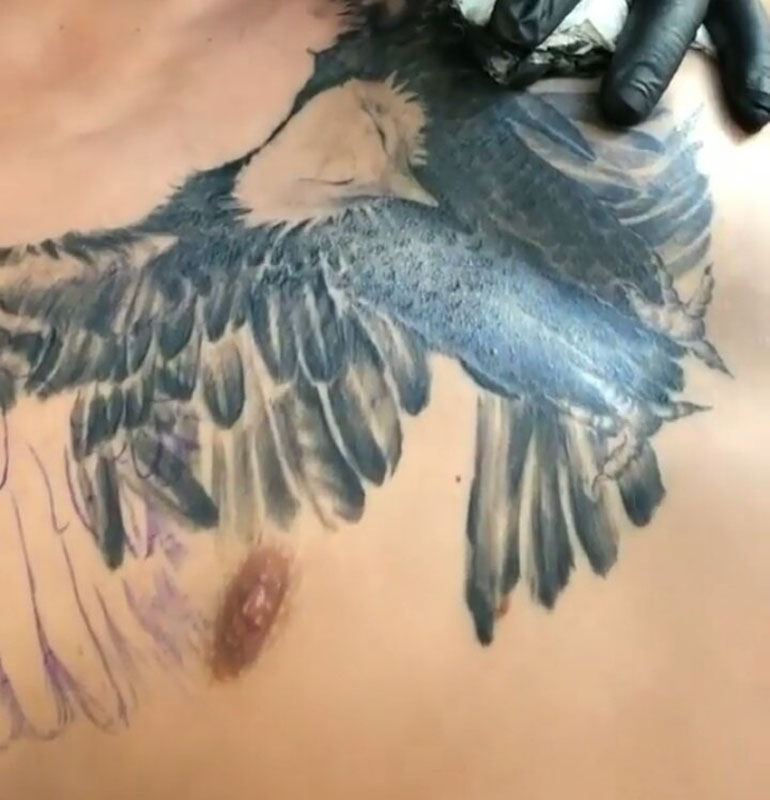 Cristian Pavón se hizo un Águila en el pecho