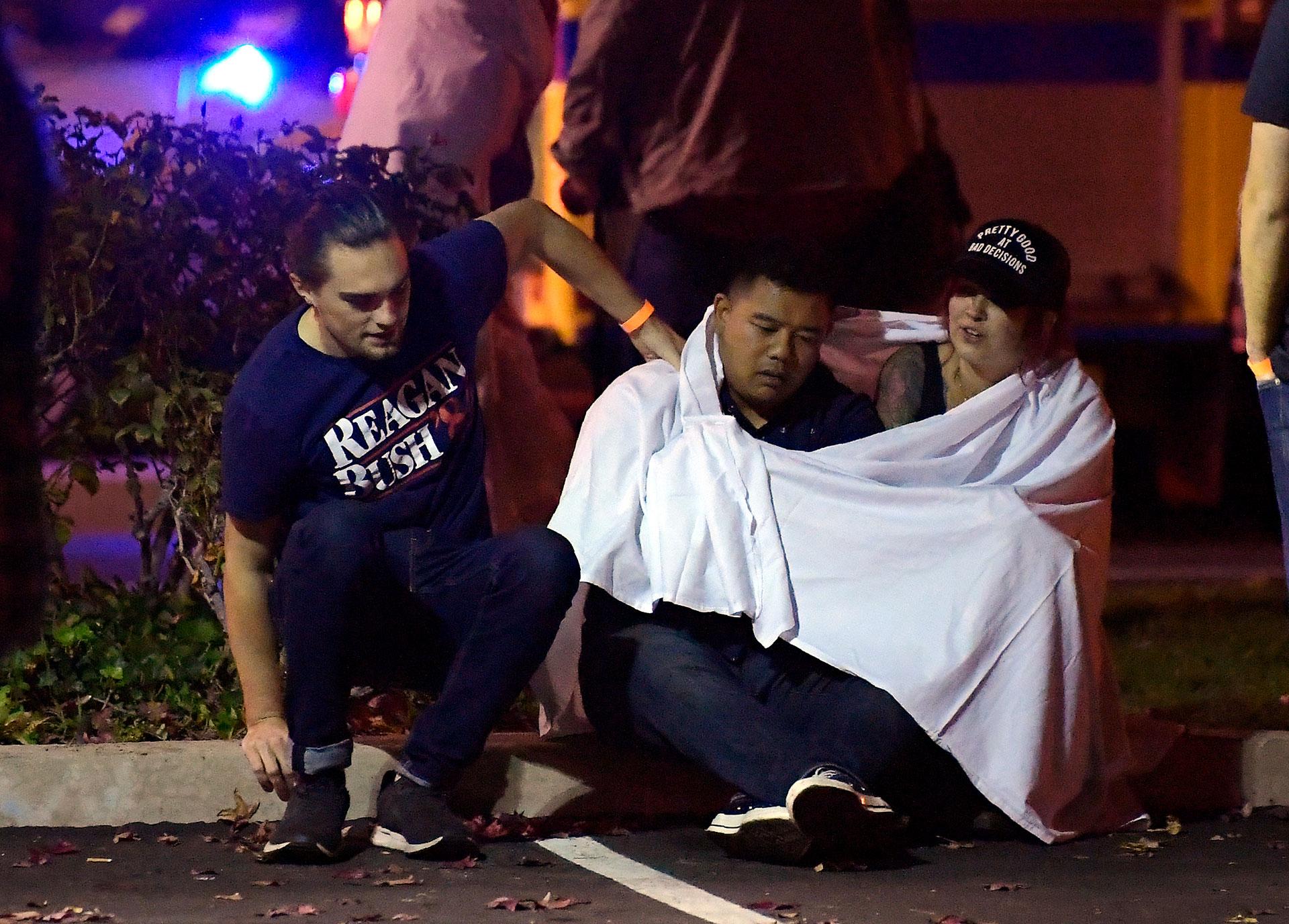 Algunos testigos aseguraron tener amigos en el lugar que habían sobrevivido a la masacre de Las Vegas, donde un tirador disparó en un festival de música country