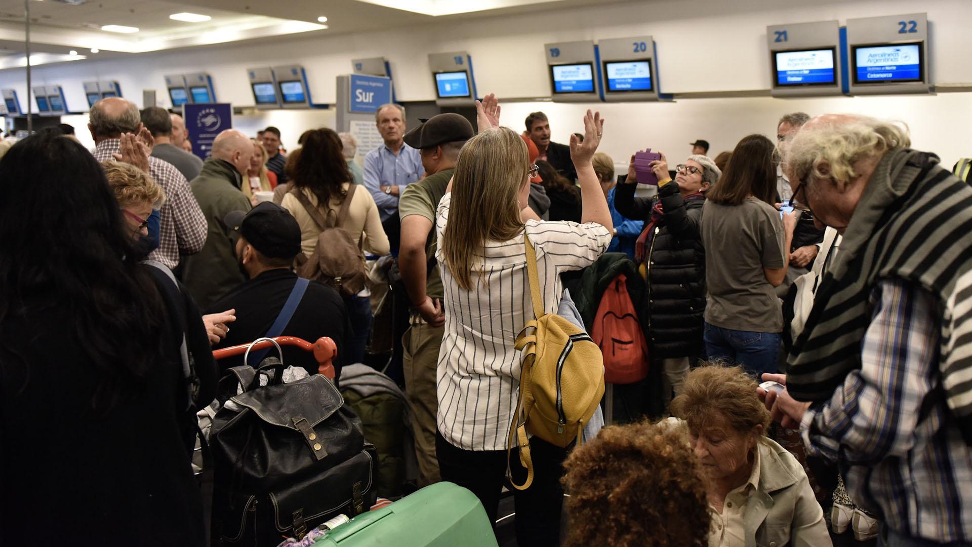 Entre hoy y mañana serán reubicados los 40 mil pasajeros afectados (fotos de archivo: Adrian Escandar)