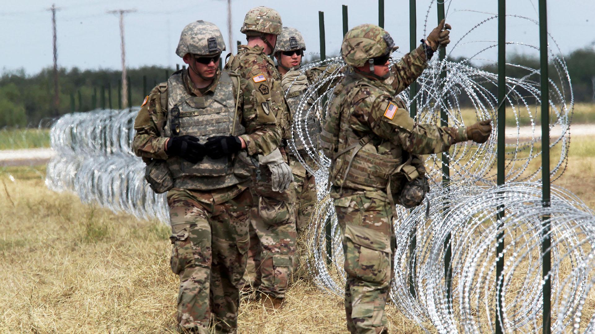Militares norteamericanos cerca de la frontera con México (REUTERS/Delcia Lopez)