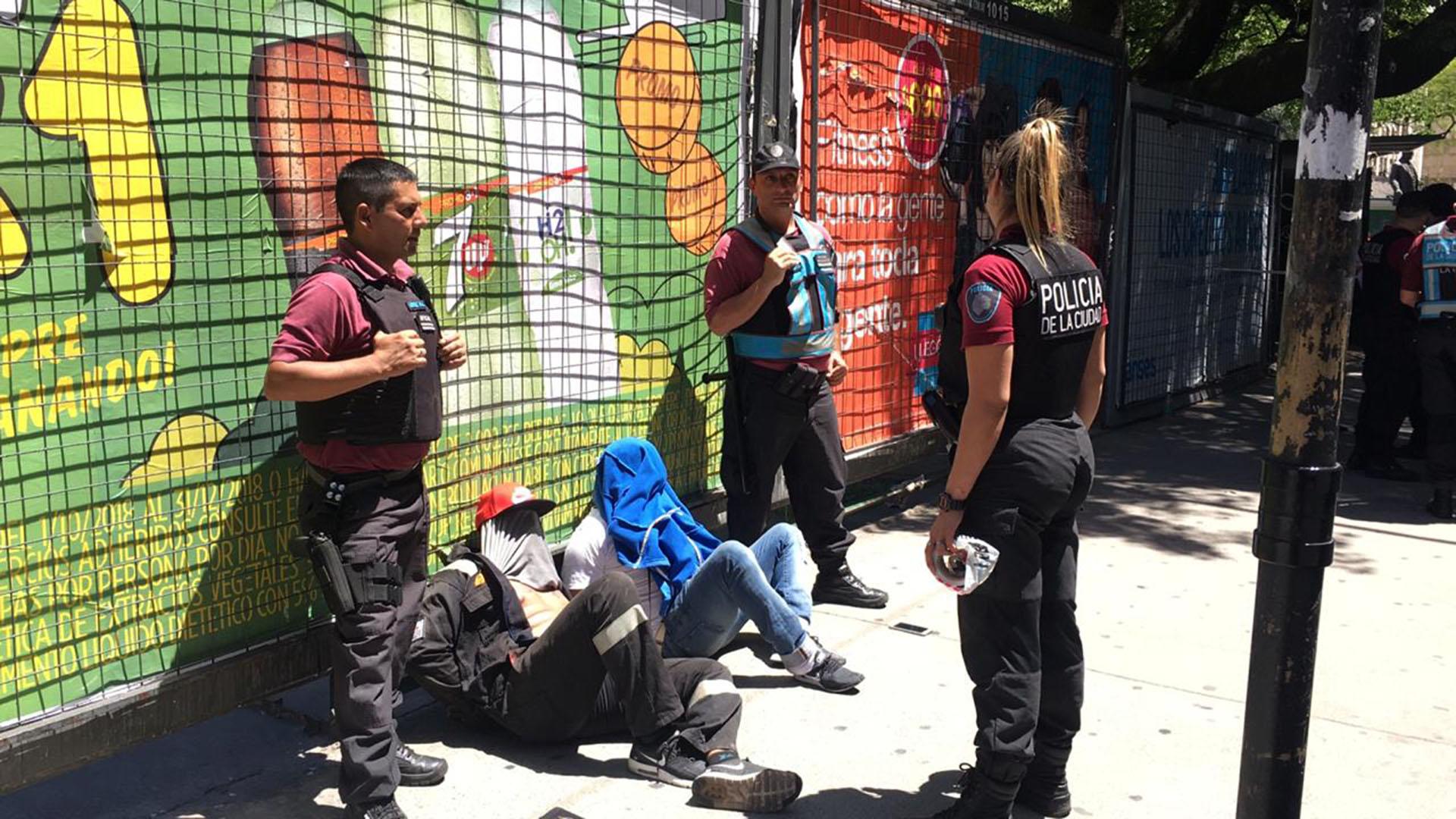 Los dos sospechosos detenidos esta tarde en la avenida Córdoba