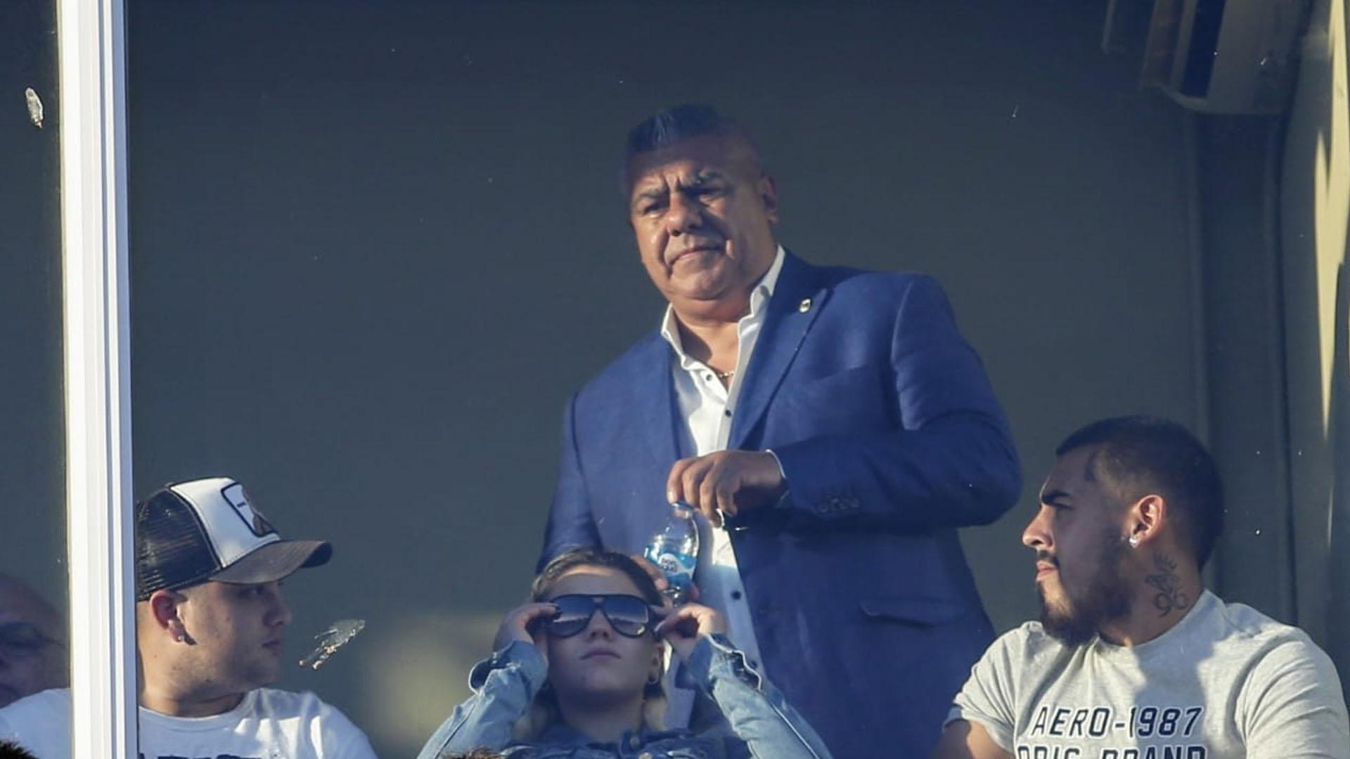 """El presidente de la AFA, Claudio """"Chiqui"""" Tapia, estuvo presente en un estadio de Arsenal que se mostró colmado. El encuentro se jugó ante 15 mil personas que habían agotado rápidamente las entradas que entregó de forma gratuita la Asociación (Nicolás Aboaf)"""