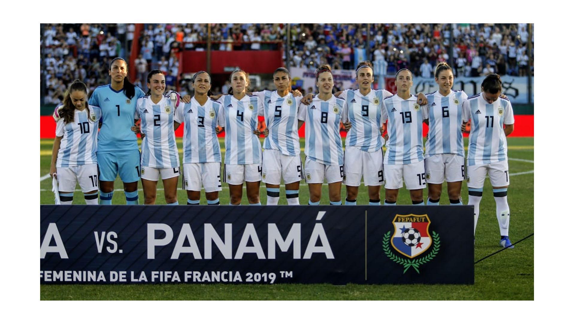 La Selección femenina dio un gran paso en su objetivo de llegar al Mundial: goleó a Panamá en el duelo de ida del repechaje (Nicolás Aboaf)