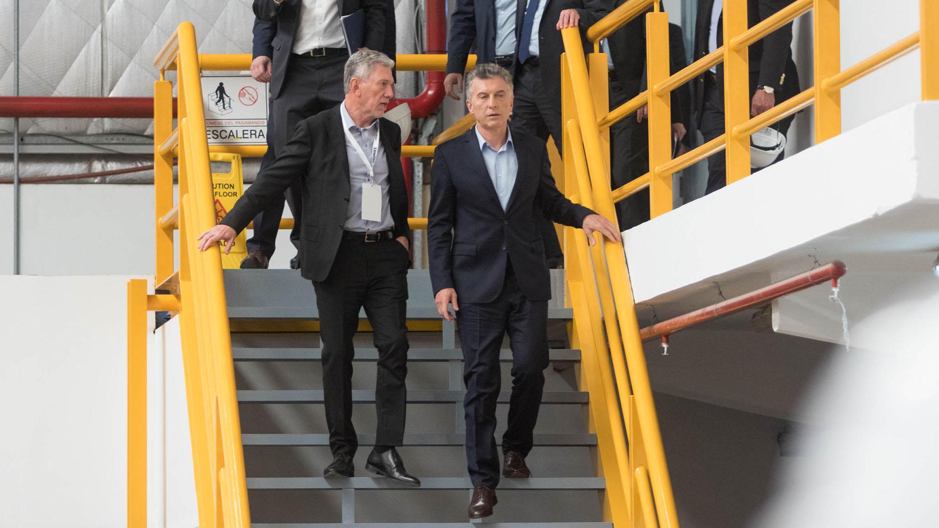 Macri y Cherñajovsky recorren las instalaciones en Campana