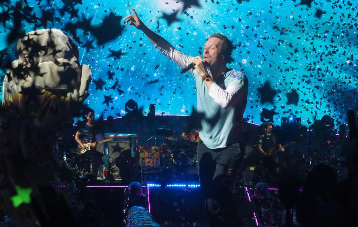 A Head Full of Dreams Tour fue la séptima gira de conciertos de la banda de rock Coldplay.