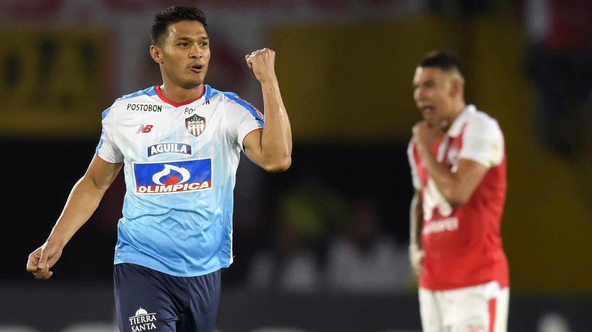 Teo Gutiérrez marcó uno de los goles de Junior ante Independiente Santa Fe (AFP)