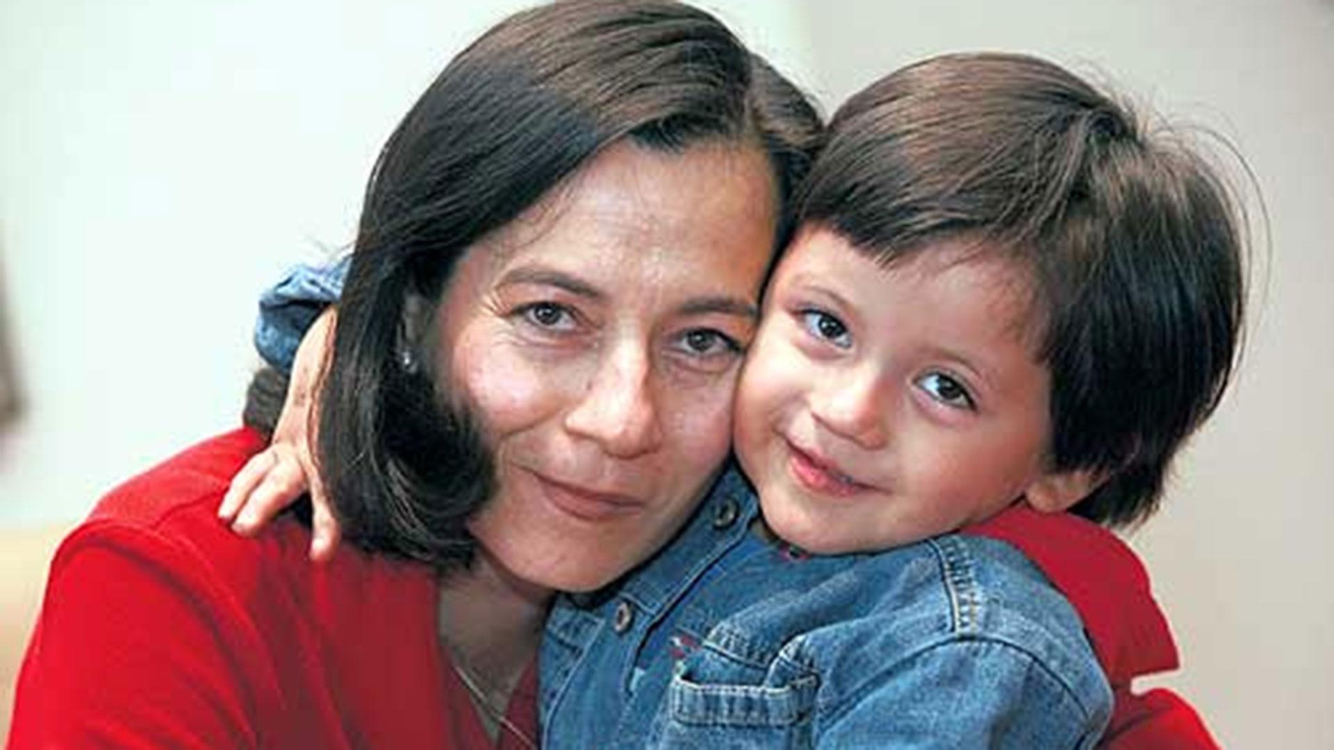 Clara y su hijo Emmanuel.