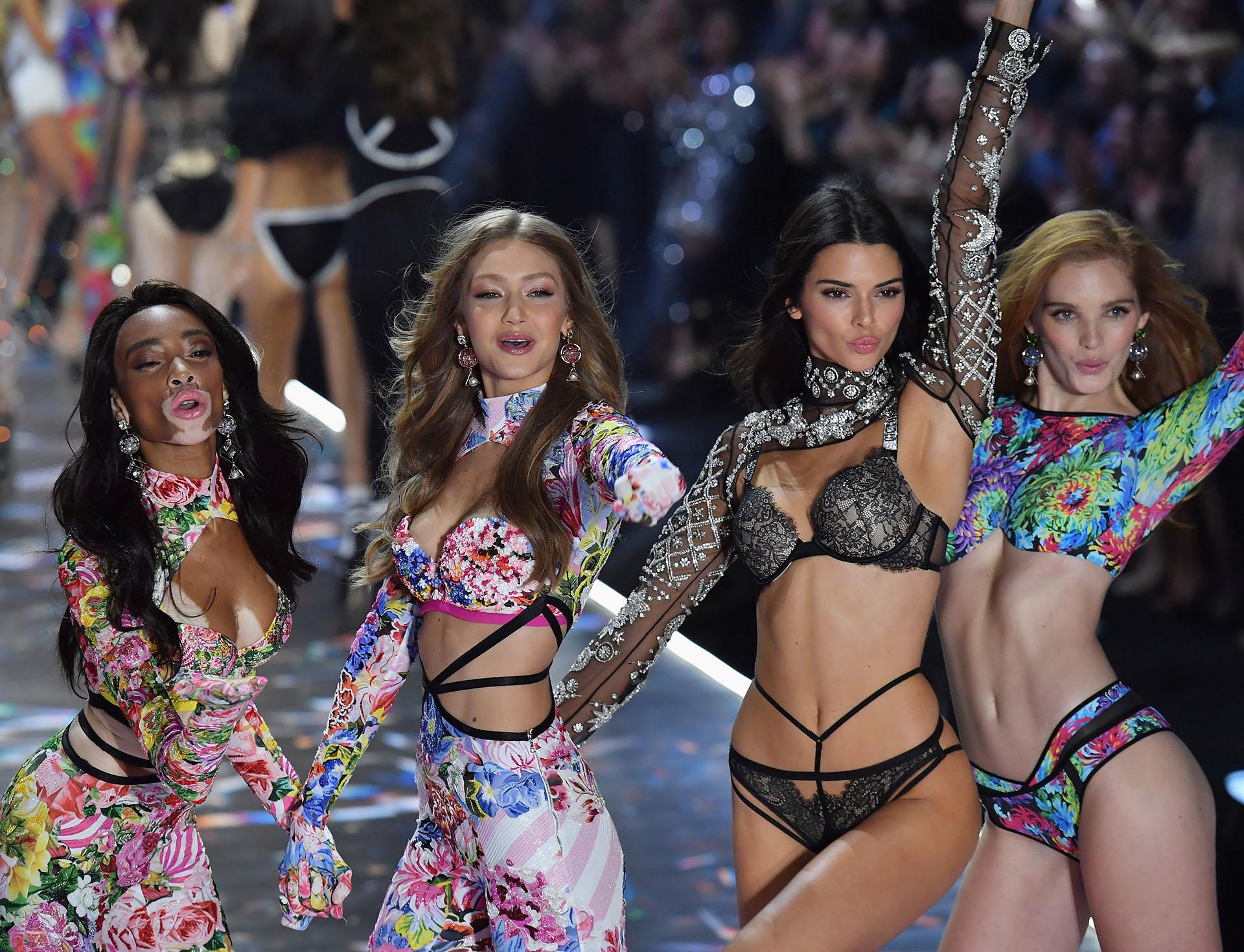 Winnie Harlow, Gigi Hadid, Kendall Jenner and British y Alexina Graham. Cada edición la firma de lencería reúne a las musas más aclamadas de la industria para desfilar los diseños más exclusivos