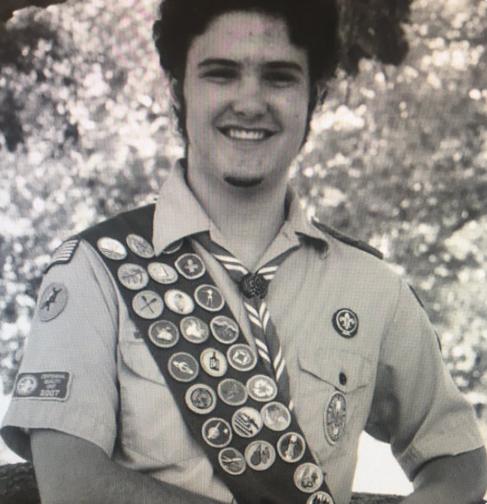 """""""Tel"""" Orfanos a los 18 años como """"Eagle Scout"""", Explorador Aguila de los Boy Scouts"""