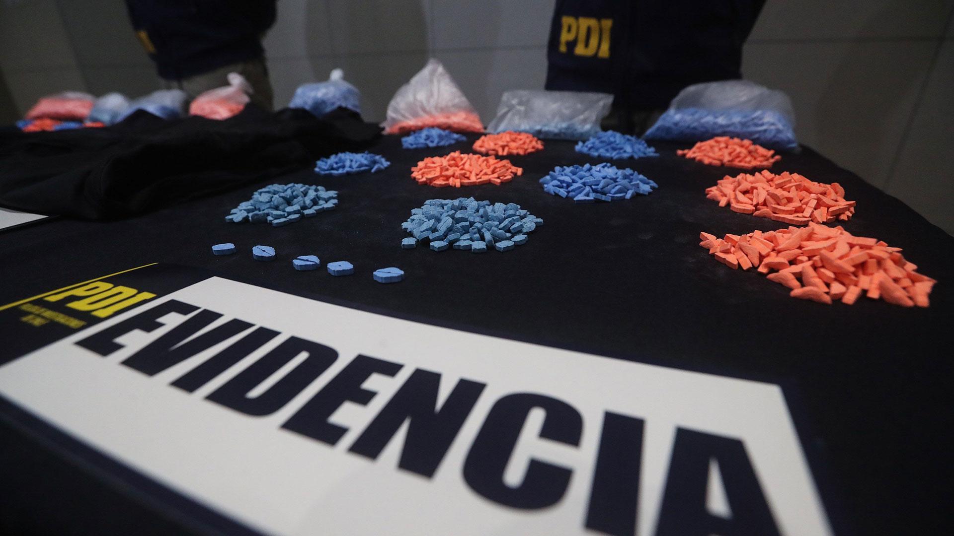La mujer transportaba exactamente 9.147 pastillas de MDMA (éxtasis) ocultas en fajas musculares (EFE)