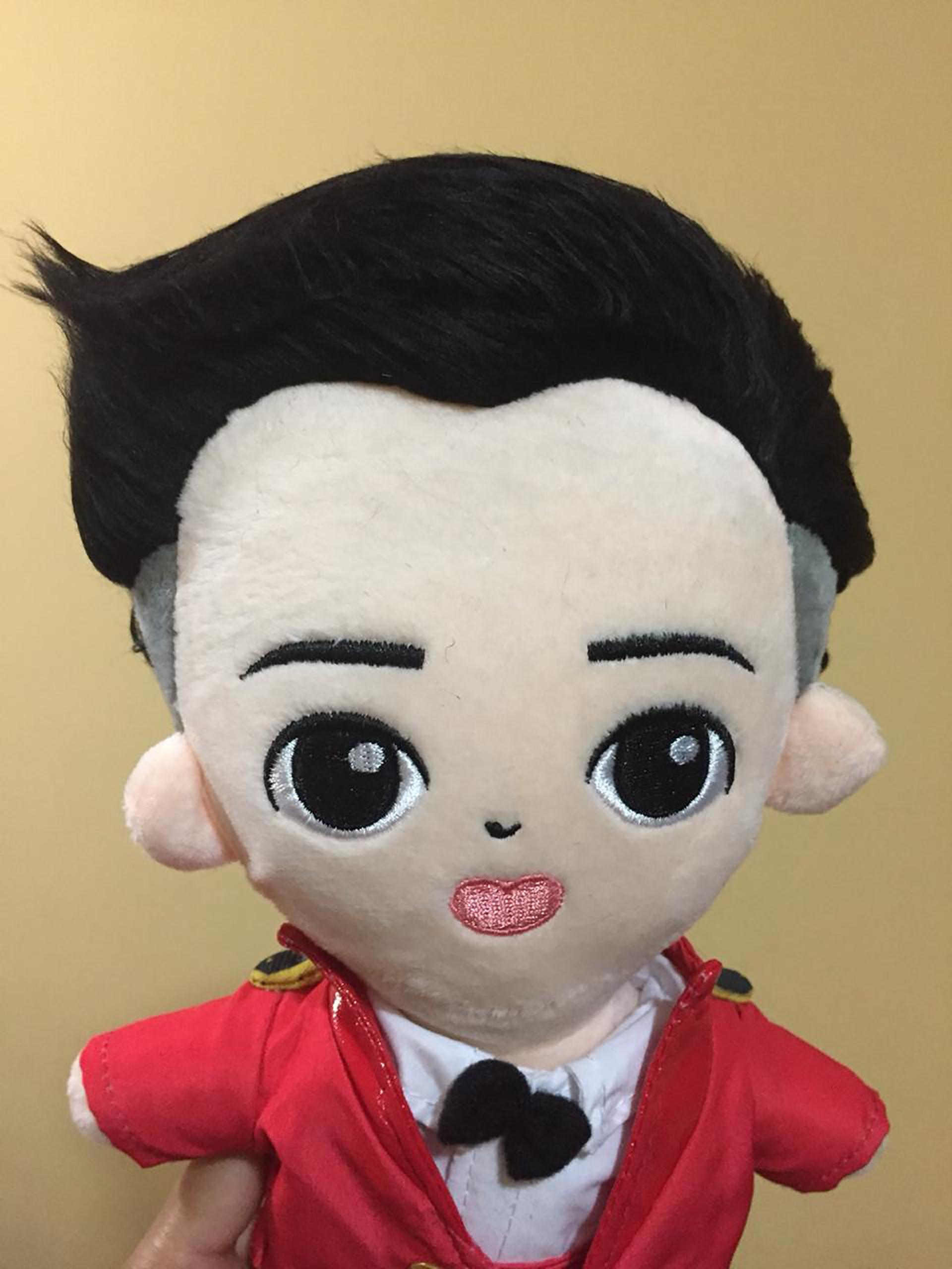 Con el envío desde Corea, un muñeco de algún integrante de cualquier banda puede costar el doble, pero a las fans no les importa pagar el precio que sea
