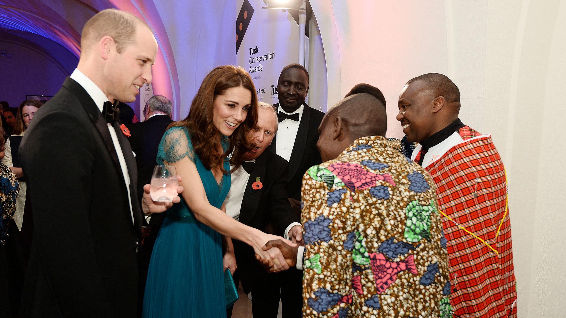 Catalina y Guillermo de Cambridge a su llegada a la entrada de los premios Tusk Conservation Awards, que se llevó a cabo en Londres