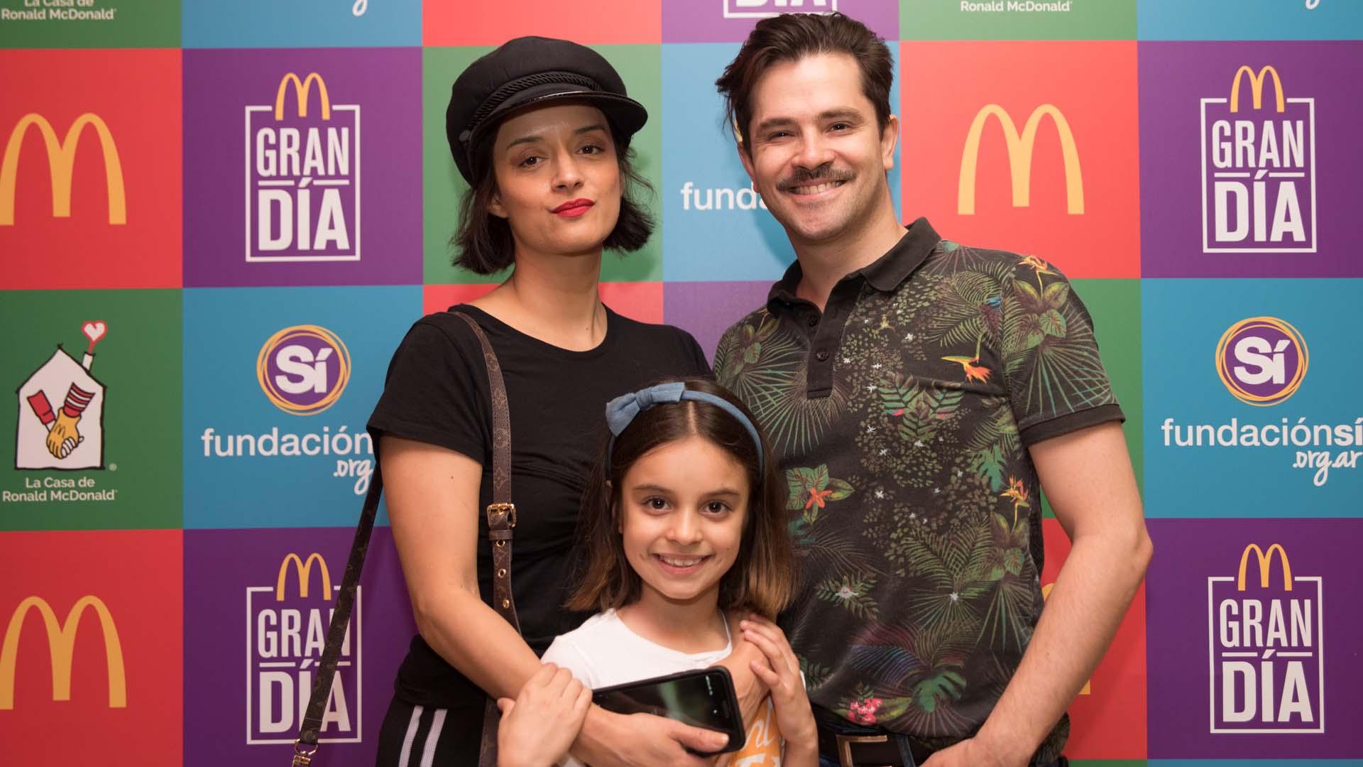 Felipe Colombo junto a su mujer, Cecilia Coronado, y su hija, Aurora