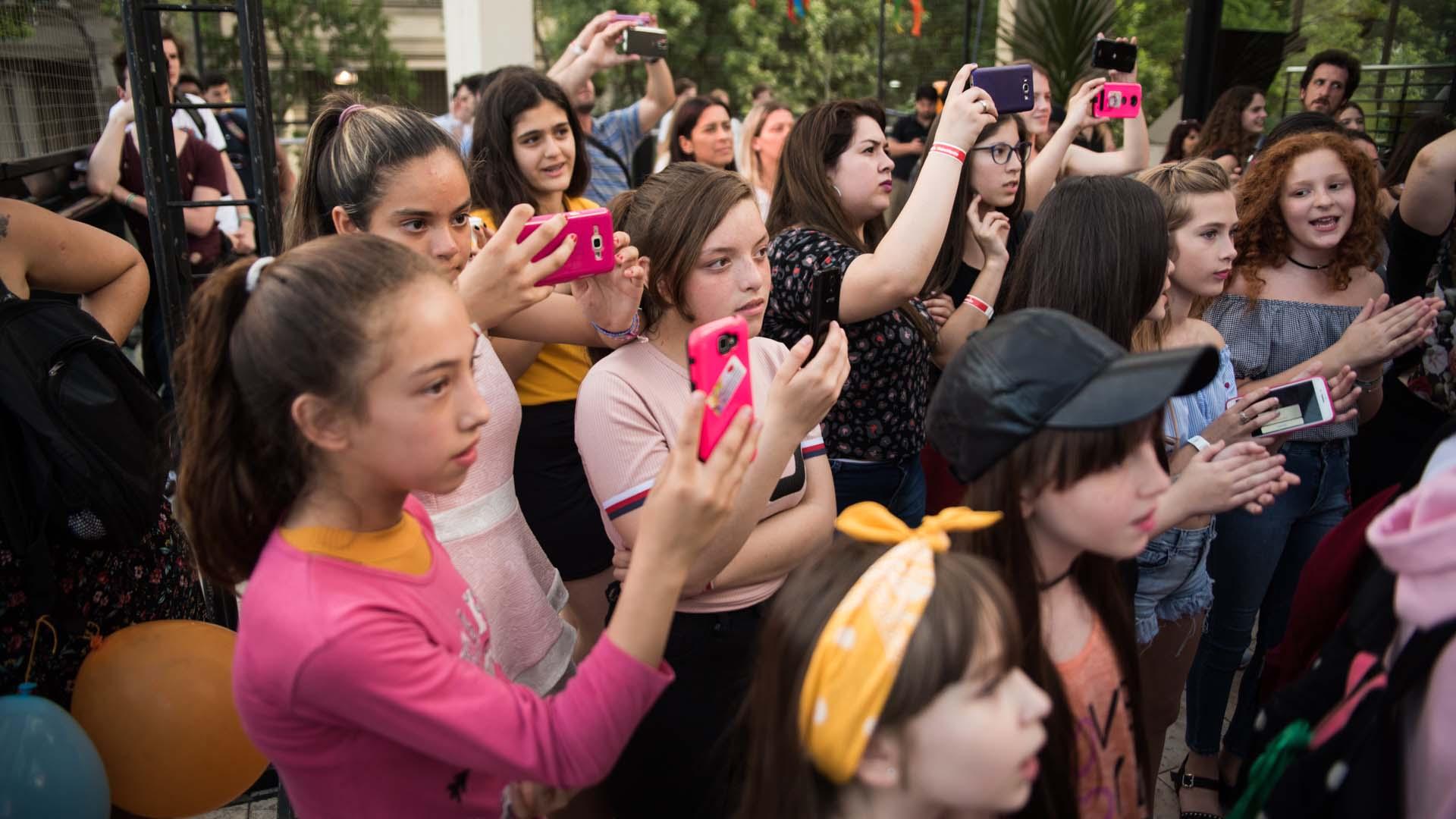 La gente colmó el local y disfrutó de la presencia de los famosos (Crédito de fotos: Manuel Cortina)