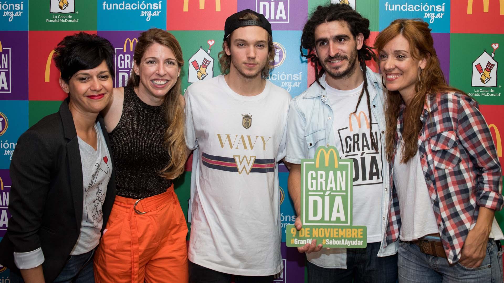 Franco Masini, en el centro, junto a Florencia Bertotti y Manuel Lozano de la Fundación Sí