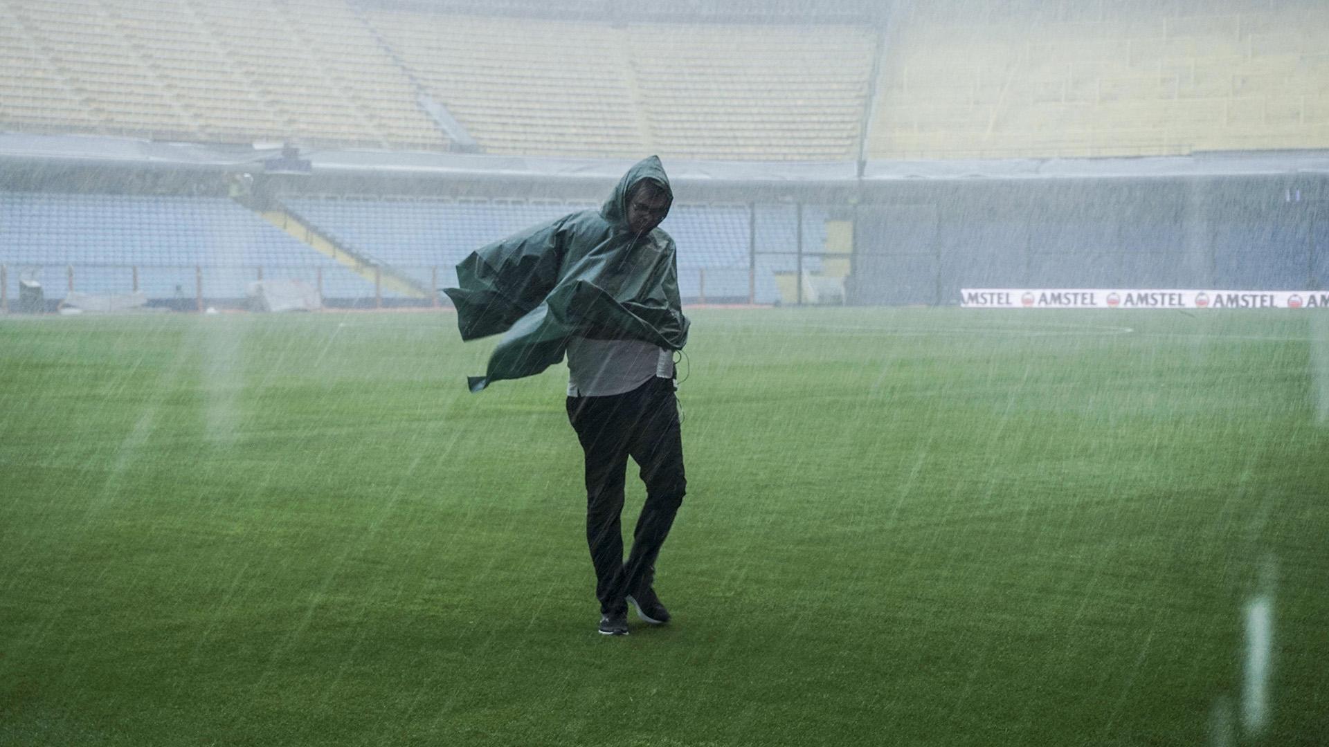 El viento y la lluvia le ganaron al fútbol